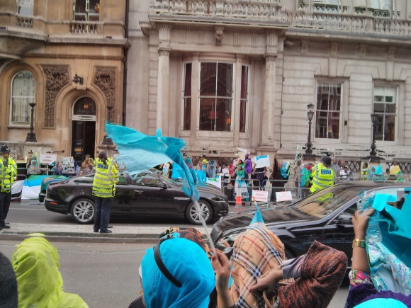 The protest had 2 sides but they were supportive of each other and called for unity between all Somali people